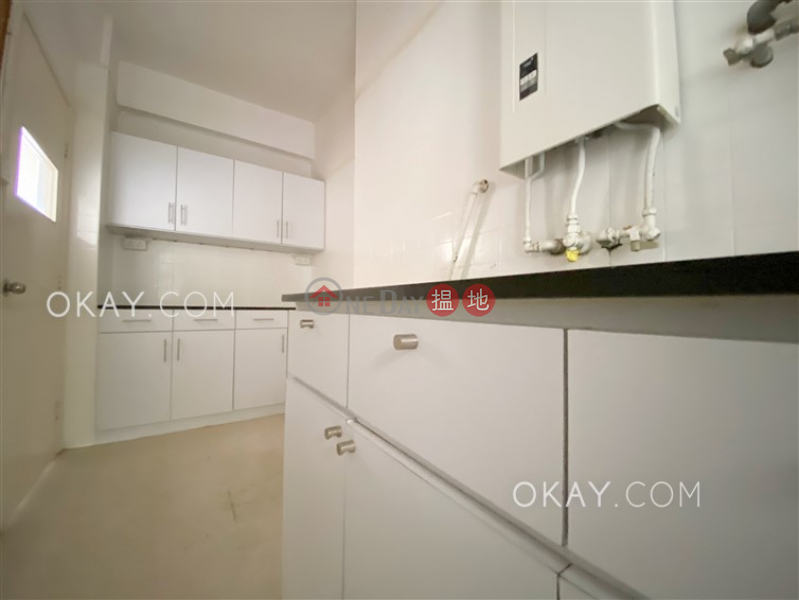 HK$ 50,000/ 月多福大廈-西區3房2廁,實用率高,連車位,露台《多福大廈出租單位》