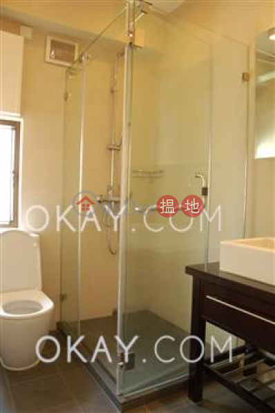HK$ 30M King\'s Court Western District Nicely kept 2 bed on high floor with sea views | For Sale