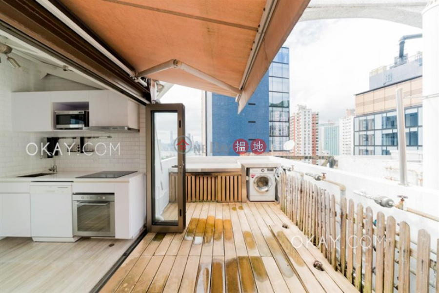 HK$ 10.68M | Lily Court, Wan Chai District, Unique 1 bed on high floor with harbour views & rooftop | For Sale