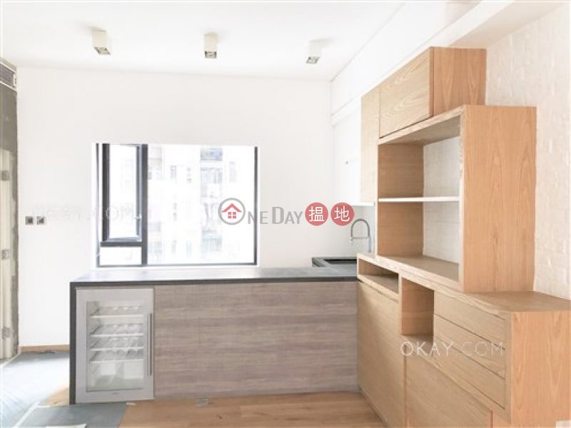 3房2廁,實用率高,連車位,露台《瑞麒大廈出售單位》|瑞麒大廈(Breezy Court)出售樓盤 (OKAY-S97674)