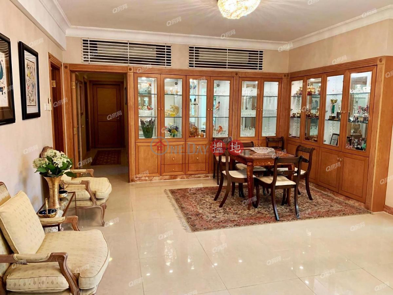 Fontana Gardens | 3 bedroom Low Floor Flat for Sale | Fontana Gardens 豪園 Sales Listings