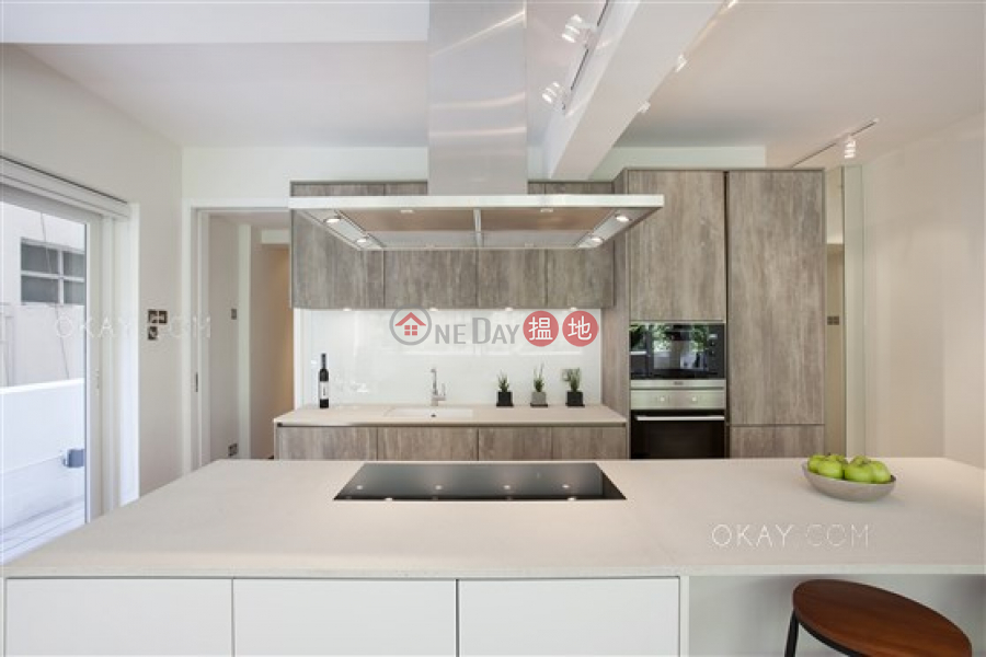 Nicely kept 1 bedroom with balcony | Rental | Piu Chun Building 標準大廈 Rental Listings