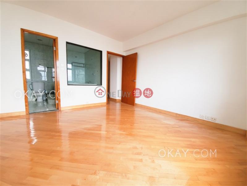 HK$ 65,000/ 月雲峰大廈 東區-3房2廁,實用率高,極高層,連車位《雲峰大廈出租單位》