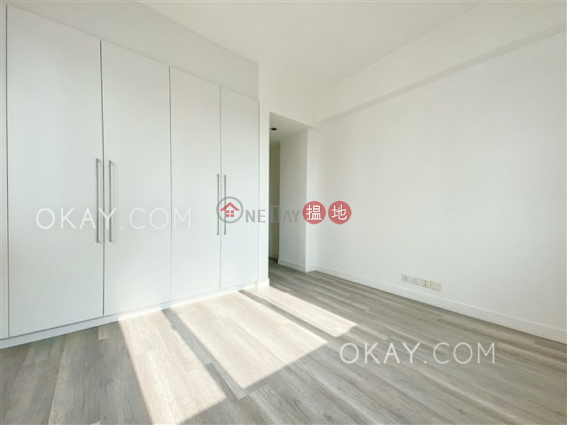 HK$ 36,000/ month | Sunlight Court, Western District, Nicely kept 2 bedroom with parking | Rental