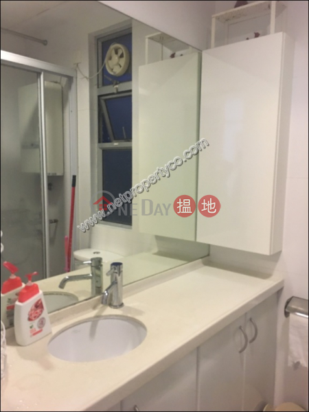 A spacious 2-bedroom unit located in Sai Ying Pun | Yuk Ming Towers 毓明閣 Rental Listings