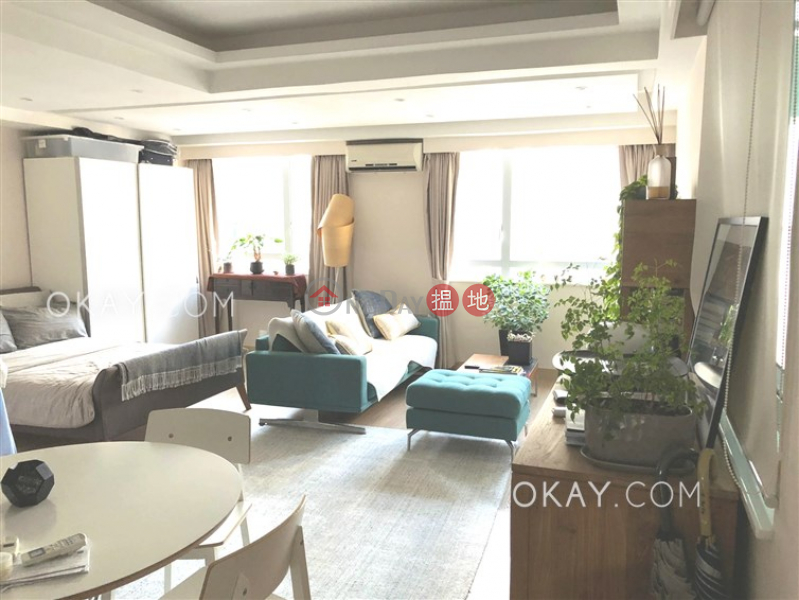 Intimate in Sheung Wan | Rental, Mandarin Building 文華大廈 Rental Listings | Western District (OKAY-R356698)