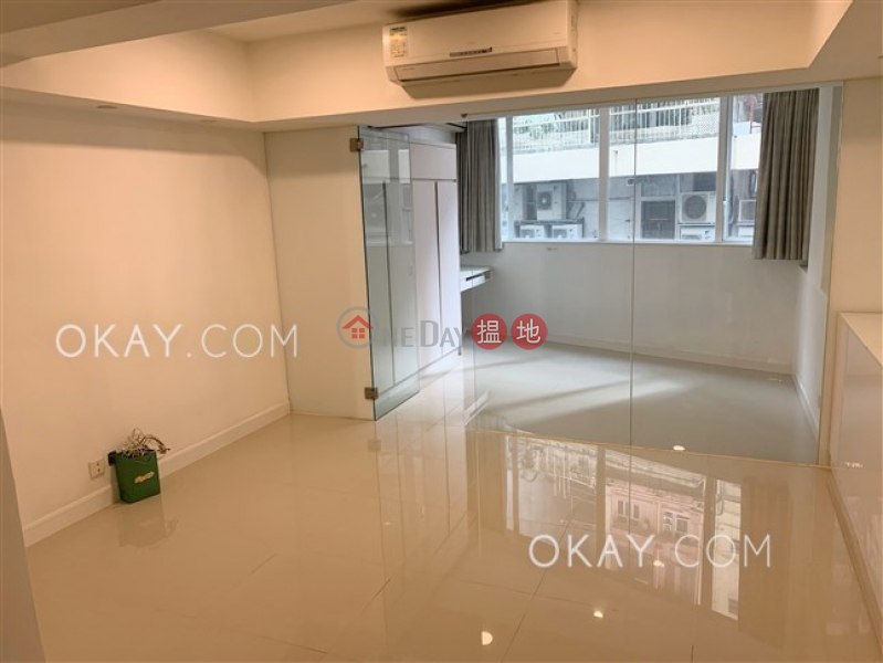 Charming 2 bedroom in Sheung Wan | Rental | 103-105 Jervois Street 蘇杭街103-105號 Rental Listings