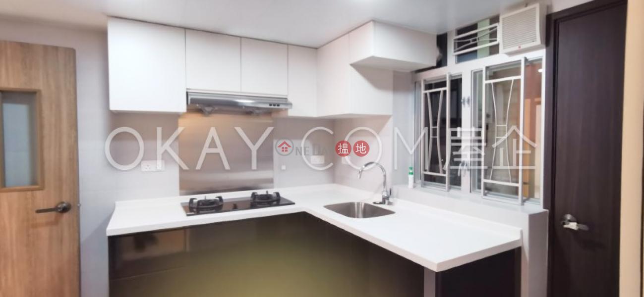 HK$ 25,000/ month | Vienna Mansion, Wan Chai District | Tasteful 2 bedroom with balcony | Rental