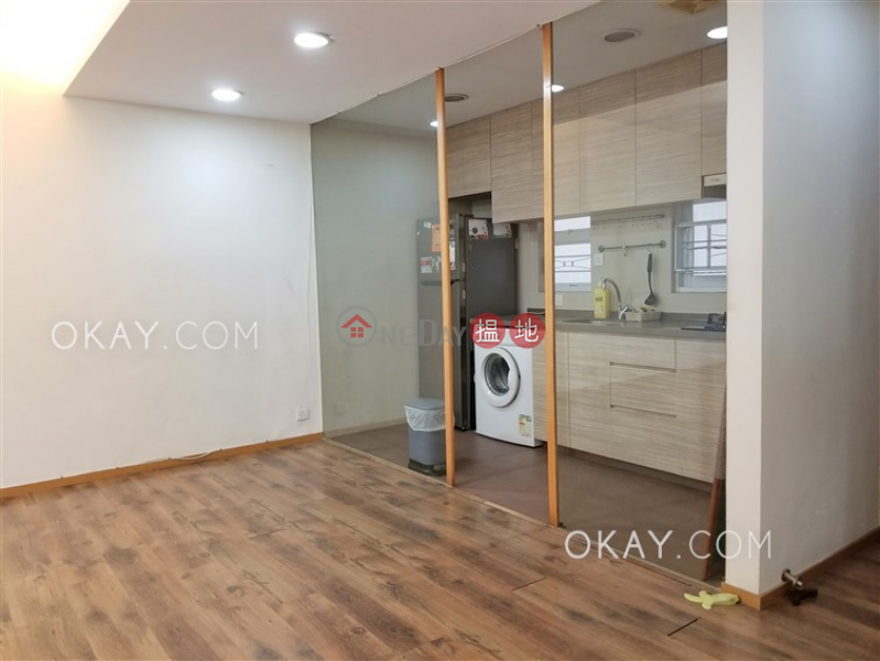 Tasteful 3 bedroom with balcony & parking | For Sale 15-37 Broadcast Drive | Kowloon City | Hong Kong, Sales HK$ 13M