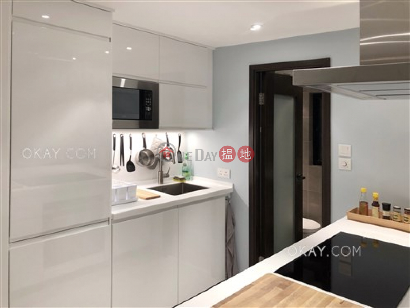 Tasteful 2 bedroom with balcony   For Sale   Chesterfield Mansion 東甯大廈 Sales Listings