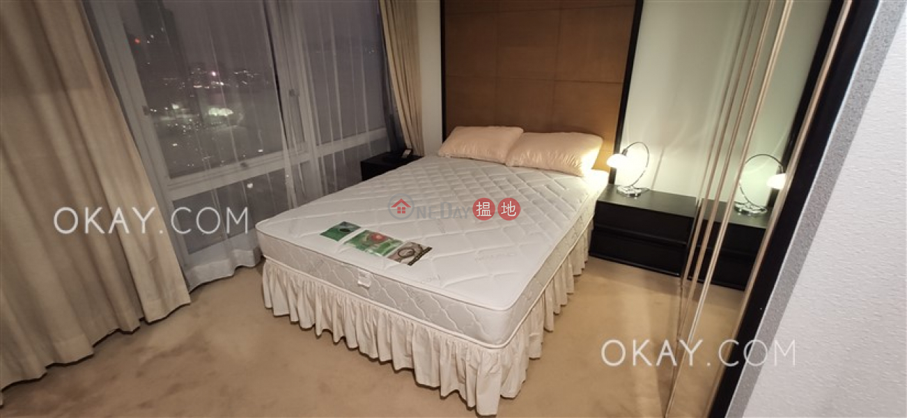 HK$ 39,000/ month Convention Plaza Apartments | Wan Chai District | Lovely 1 bedroom on high floor with sea views | Rental