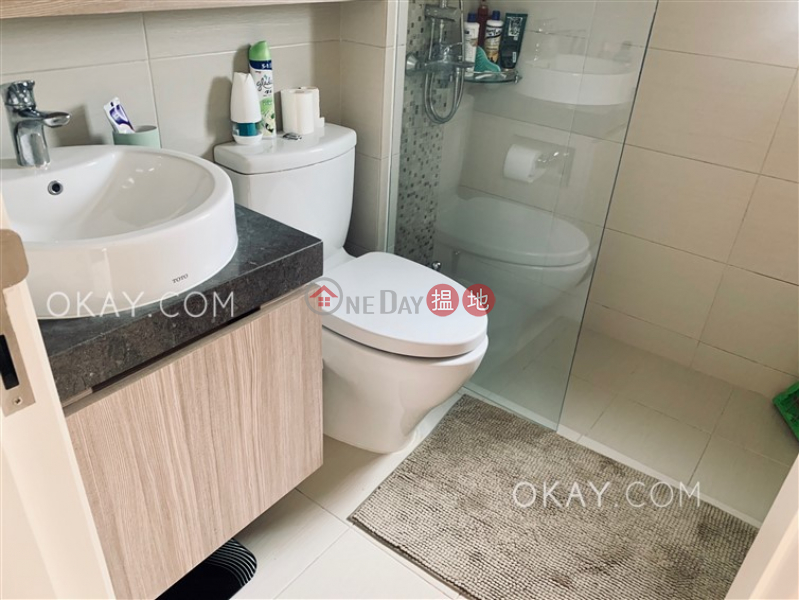 HK$ 35,000/ month, Queen\'s Terrace Western District Gorgeous 2 bedroom in Sheung Wan | Rental