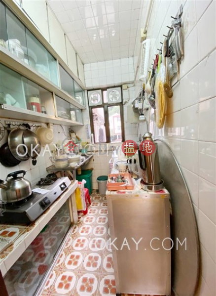 Intimate 3 bedroom with parking | For Sale | Brilliant Court 耀園花園大廈 Sales Listings