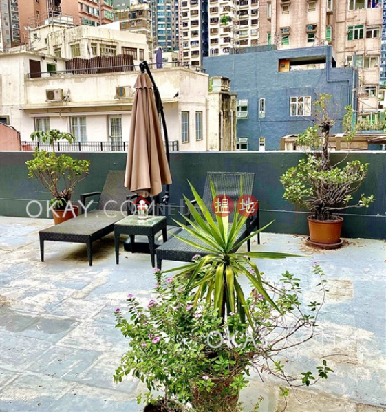 Tasteful 2 bedroom on high floor with rooftop | Rental | 18 Shelley Street 些利街18號 Rental Listings