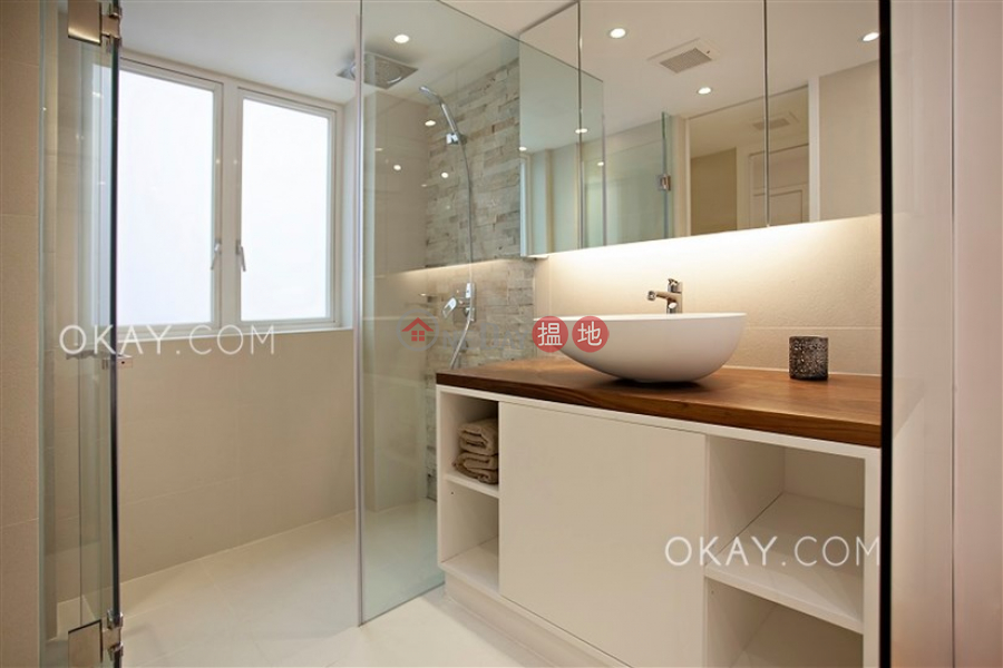 Property Search Hong Kong | OneDay | Residential Sales Listings | Gorgeous 1 bedroom on high floor with rooftop | For Sale