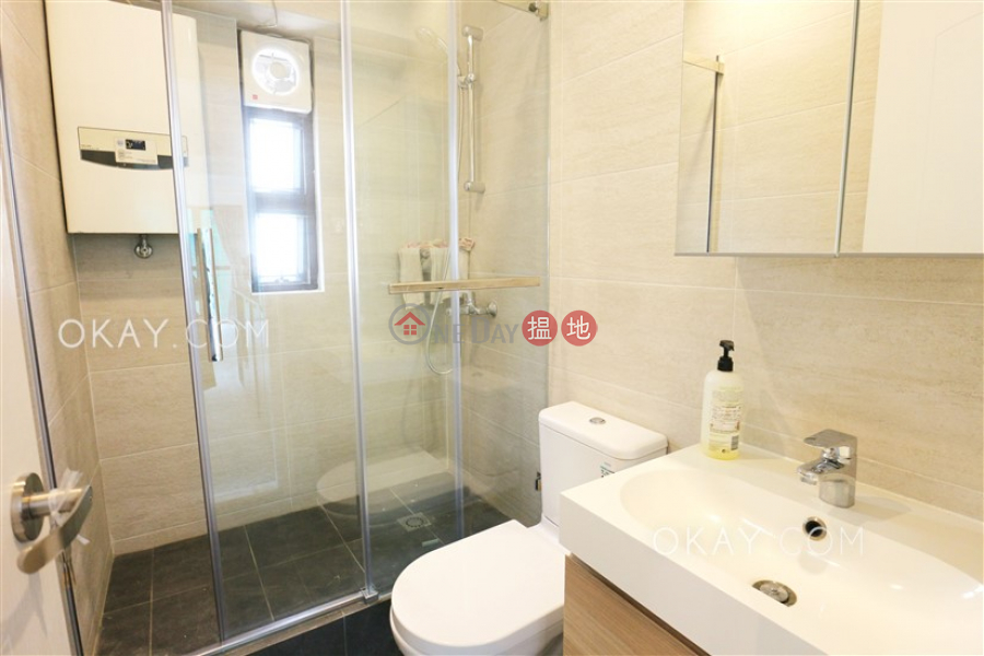 Rare 2 bedroom on high floor | Rental, Peace Tower 寶時大廈 Rental Listings | Western District (OKAY-R49978)