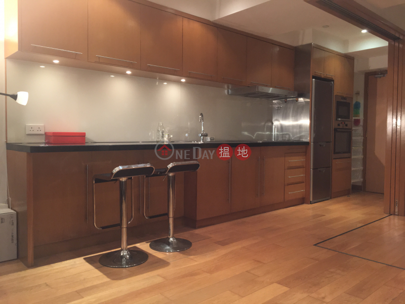 HK$ 29,000/ month, Rice Merchant Building, Western District, Rare Gem - Spacious 650 sq.ft. Home-office 1 Bed; Full Harbour View - Sheung Wan
