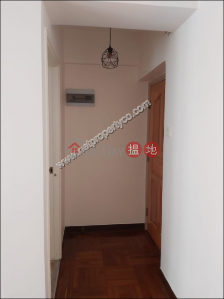 Big unit with balcony for rent in Mid-Level Central, 23 Seymour Road | Western District Hong Kong Rental | HK$ 32,000/ month