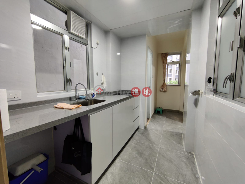 **Newly Renovated**High Efficiency with Good Floor Plan**a few mins walk to Sheung Wan MTR station**, 370 Queens Road Central | Western District Hong Kong | Sales, HK$ 6.9M