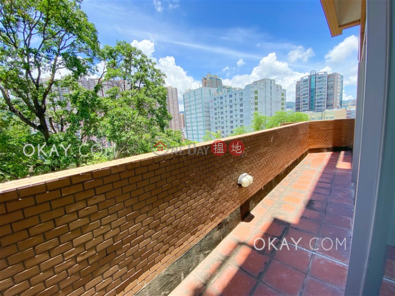 Unique 3 bedroom with rooftop & balcony | Rental | The Morning Glory Block 1 艷霞花園1座 Rental Listings