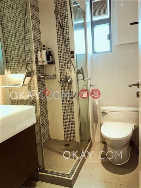 3房2廁,極高層,連車位《裕仁大廈A-D座出租單位》|裕仁大廈A-D座(Y. Y. Mansions block A-D)出租樓盤 (OKAY-R118944)