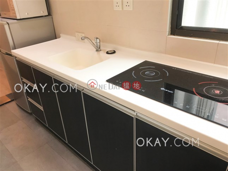 HK$ 12M, Maxluck Court, Western District | Unique 1 bedroom on high floor with rooftop | For Sale