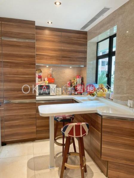 3房2廁,星級會所,連車位曉峰閣出租單位 18舊山頂道   中區-香港出租HK$ 75,000/ 月