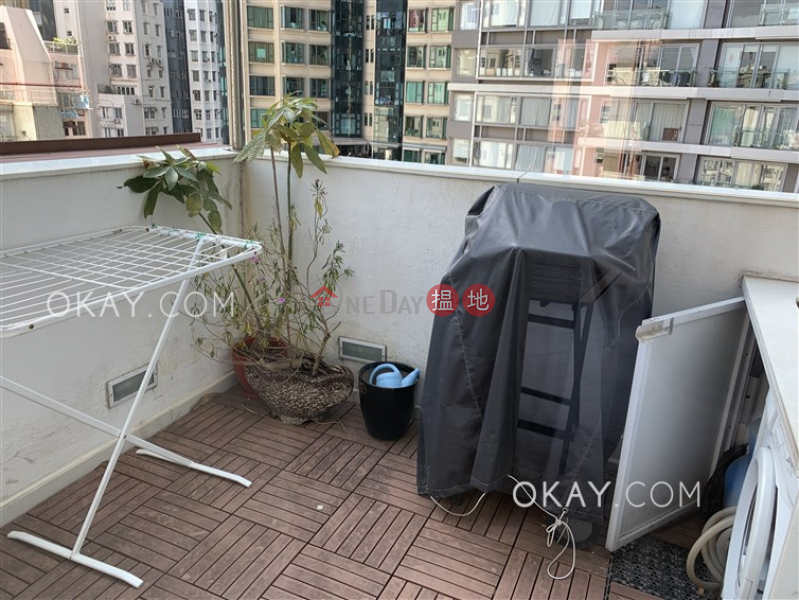 HK$ 9.5M | Ying Fai Court, Western District | Tasteful 1 bedroom on high floor with terrace | For Sale