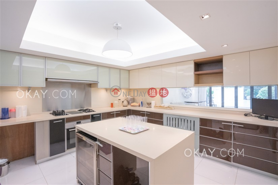 HK$ 165M, Springfield Gardens | Southern District Lovely house with rooftop & parking | For Sale