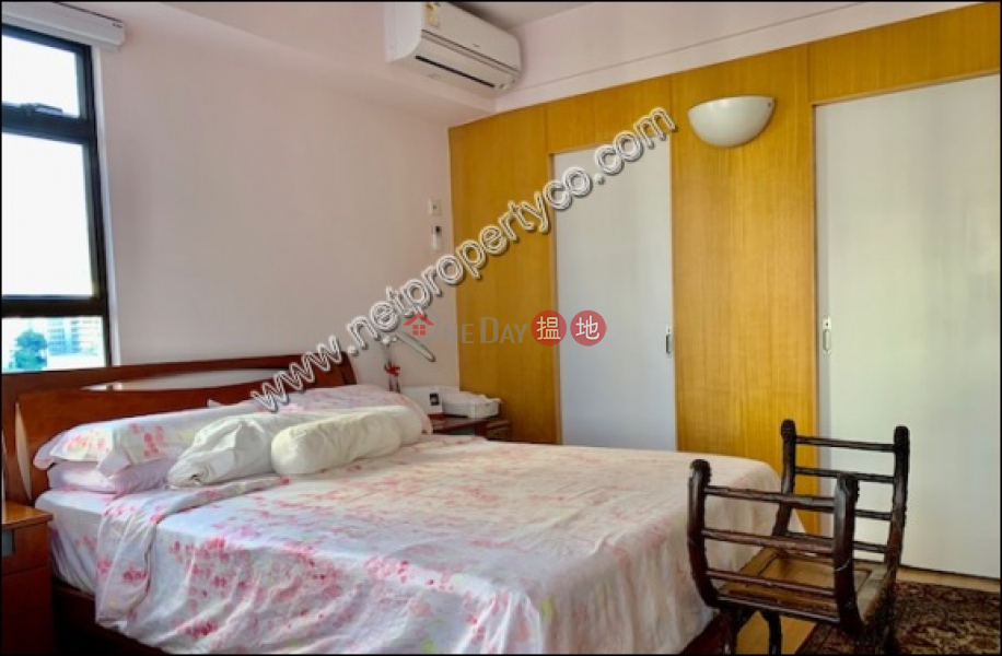 Spacious flat with car park for sale, Wing Wai Court 永威閣 Sales Listings | Wan Chai District (A068131)