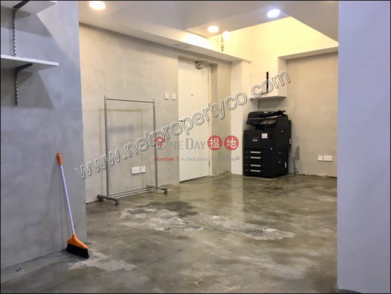 HK$ 21,800/ month, Queen\'s Centre Wan Chai District, Office for Rent in Wan Chai District