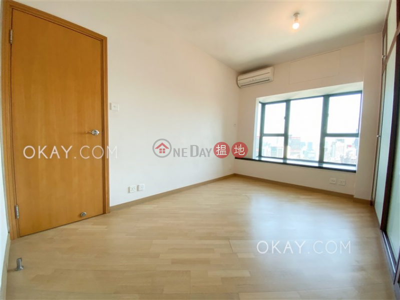 Stylish 3 bedroom with harbour views & parking | Rental | 80 Robinson Road 羅便臣道80號 Rental Listings