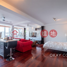 Charming penthouse with rooftop & parking | For Sale