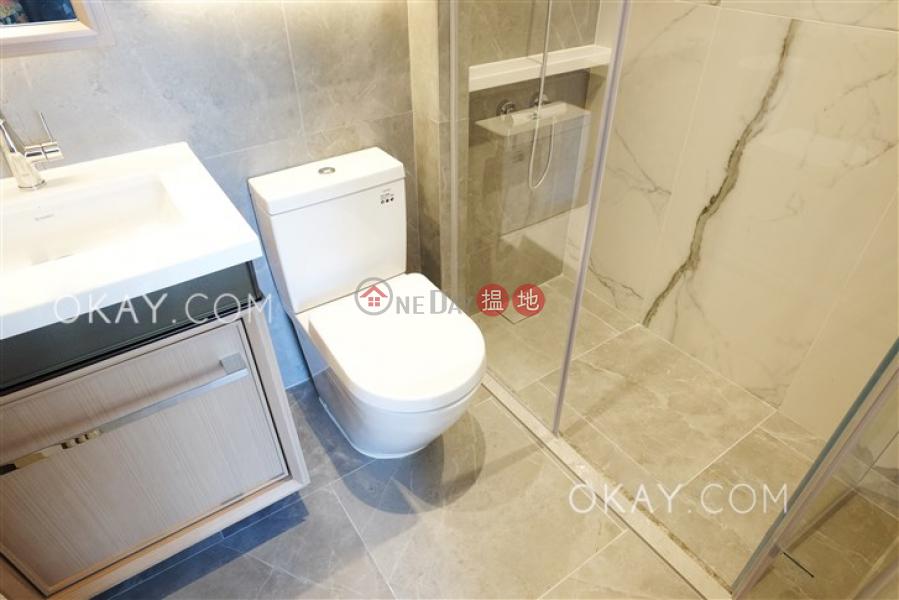 1房1廁,極高層,可養寵物,露台《RESIGLOW薄扶林出租單位》 8興漢道   西區香港-出租-HK$ 27,300/ 月