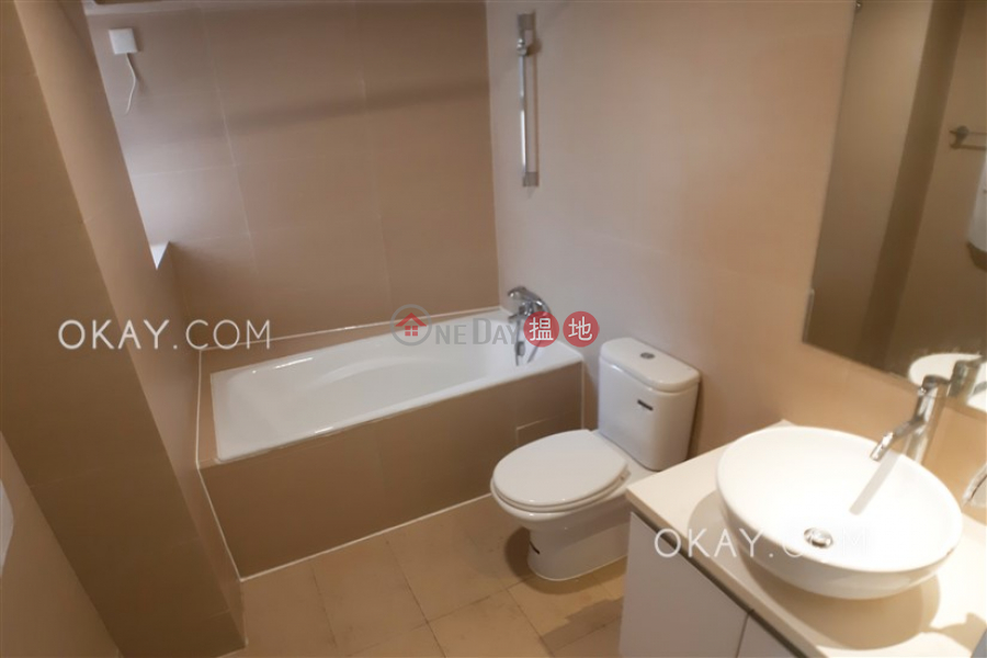 3房2廁,星級會所《寶馬山花園出租單位》 1寶馬山道   東區 香港-出租 HK$ 37,000/ 月