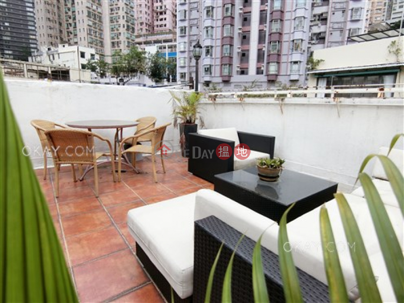 Intimate 1 bedroom on high floor with rooftop | For Sale | Tai Hing House 大興樓 Sales Listings