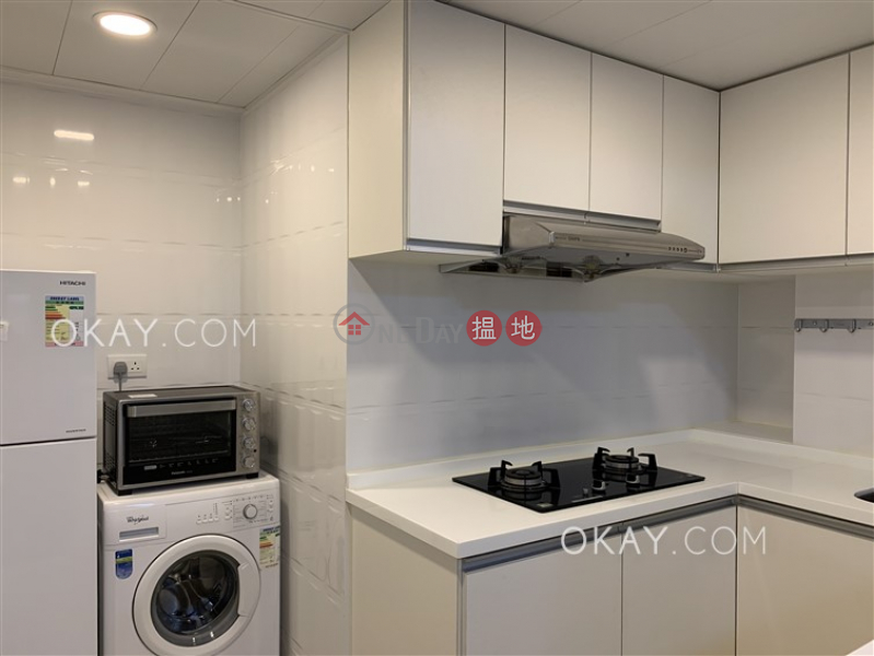 Stylish 3 bedroom in Mid-levels West | Rental | Sung Ling Mansion 崇寧大廈 Rental Listings