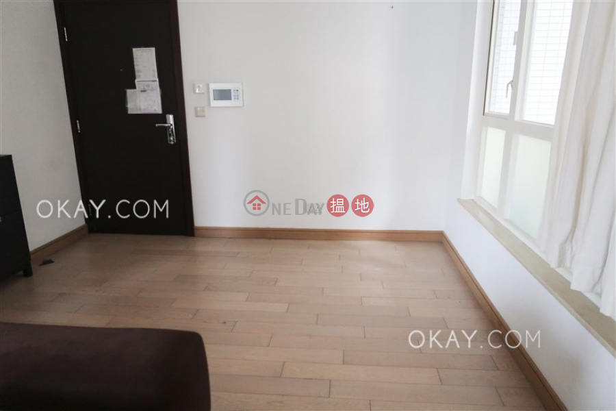 HK$ 35,000/ month | Centrestage | Central District Gorgeous 3 bedroom with balcony | Rental
