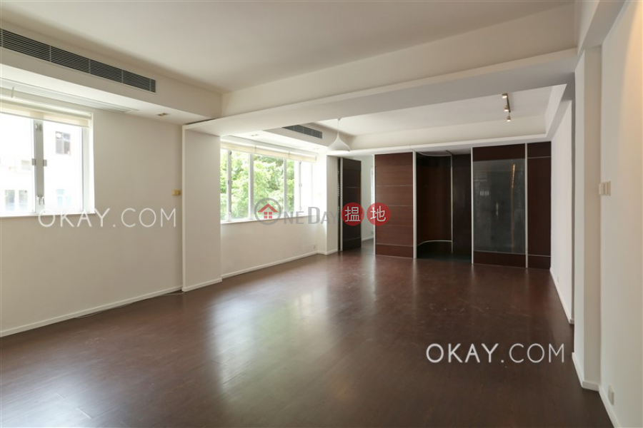 Stylish 2 bedroom on high floor with balcony & parking | For Sale | Wah Sen Court 華星大廈 Sales Listings