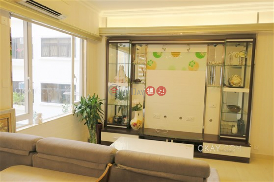 Charming 2 bedroom with parking | For Sale | Jolly Garden 愉園 Sales Listings