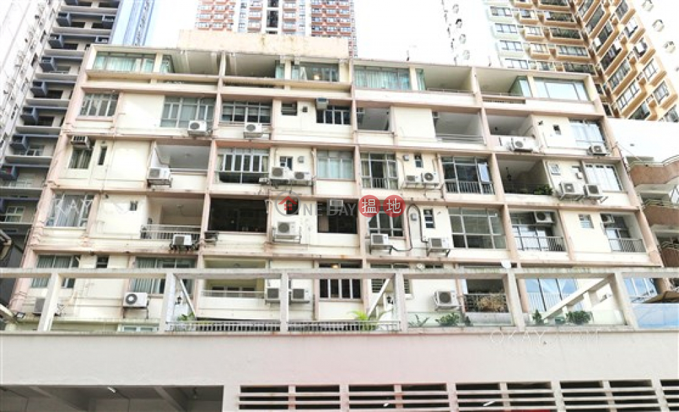 Lovely 2 bedroom on high floor with rooftop & balcony   Rental   Robinson Mansion 羅便臣大廈 Rental Listings