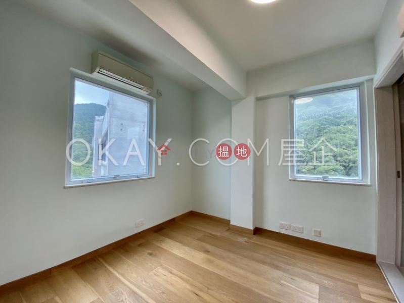 Rare 3 bedroom on high floor with rooftop & parking | Rental | Y. Y. Mansions block A-D 裕仁大廈A-D座 Rental Listings