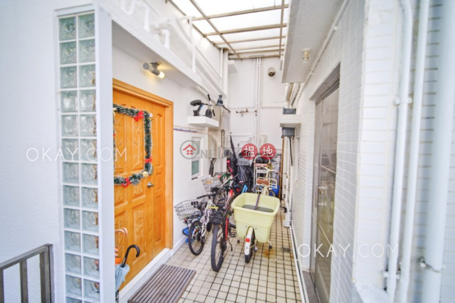 Property Search Hong Kong | OneDay | Residential Sales Listings | Nicely kept house on high floor with sea views | For Sale
