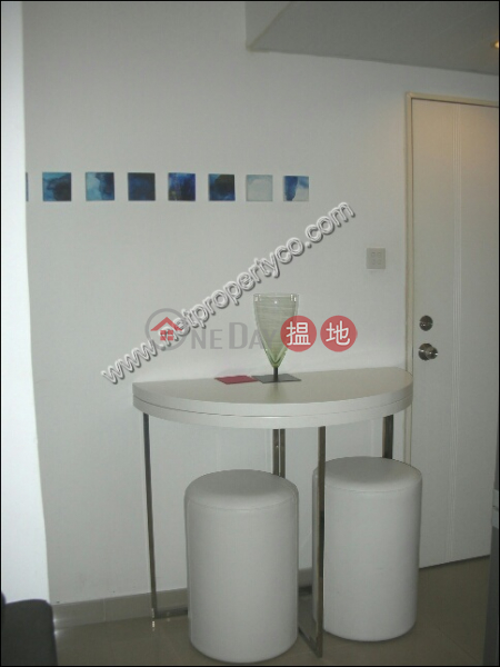 Flat with a podium for lease in Mid-Levels West, 13 Seymour Road | Western District | Hong Kong, Rental, HK$ 20,000/ month
