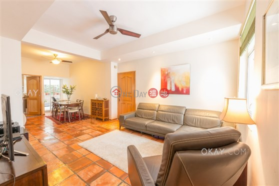 Elegant 3 bedroom with terrace | For Sale | 1-1A Sing Woo Crescent 成和坊1-1A號 Sales Listings