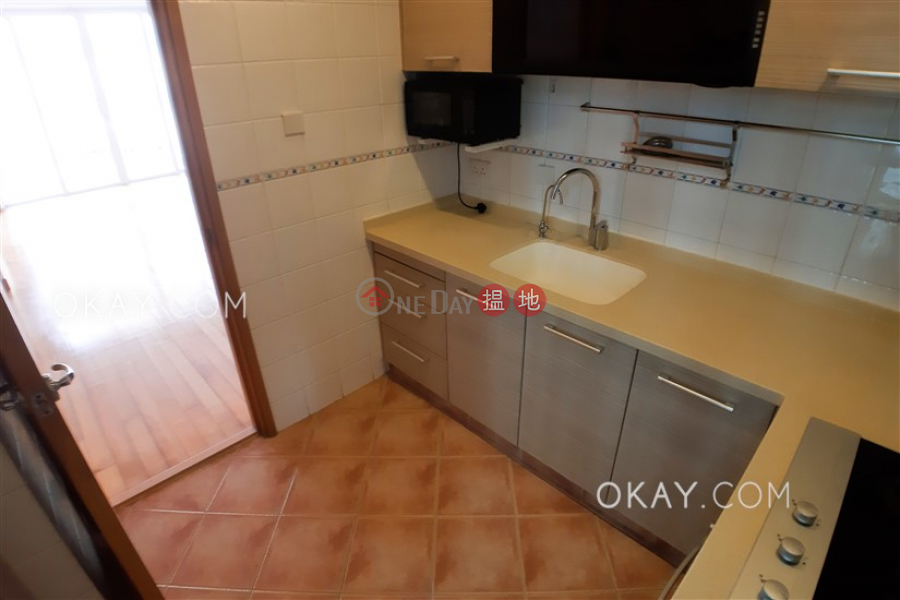 Nicely kept 3 bedroom with balcony & parking | Rental | Merry Garden 豐樂新邨A座 Rental Listings