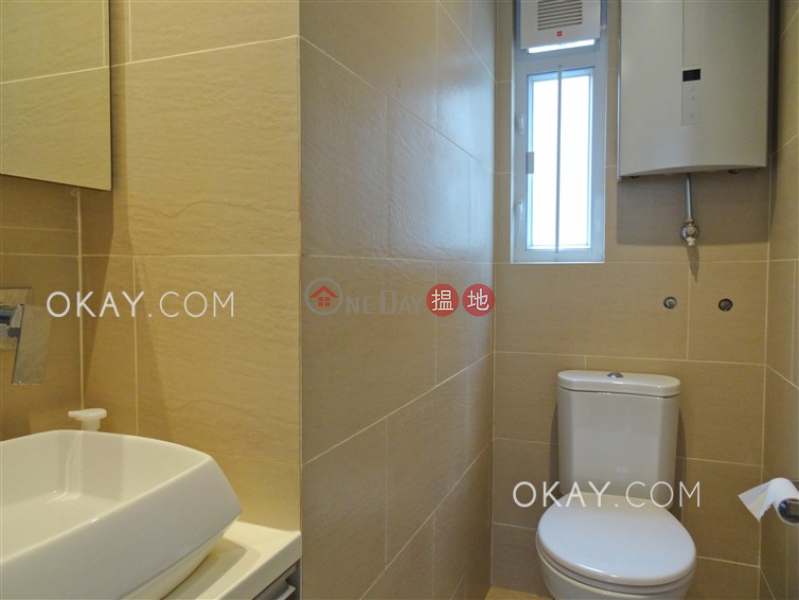 Rare 2 bedroom on high floor with balcony & parking | Rental | Flora Garden 富麗園 Rental Listings