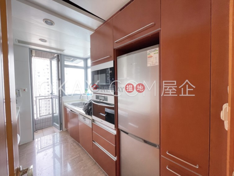 HK$ 56,000/ month Phase 4 Bel-Air On The Peak Residence Bel-Air | Southern District | Luxurious 3 bed on high floor with sea views & balcony | Rental