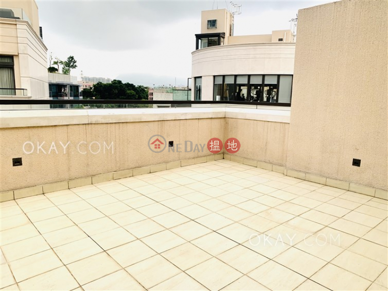 HK$ 27.45M Manor Parc Yuen Long, Stylish house with rooftop, terrace & balcony   For Sale
