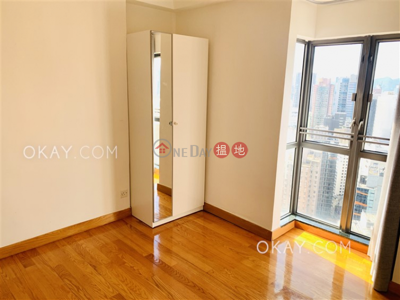 2房1廁,實用率高,極高層《荷李活華庭出租單位》-123荷李活道 | 中區|香港出租-HK$ 33,000/ 月